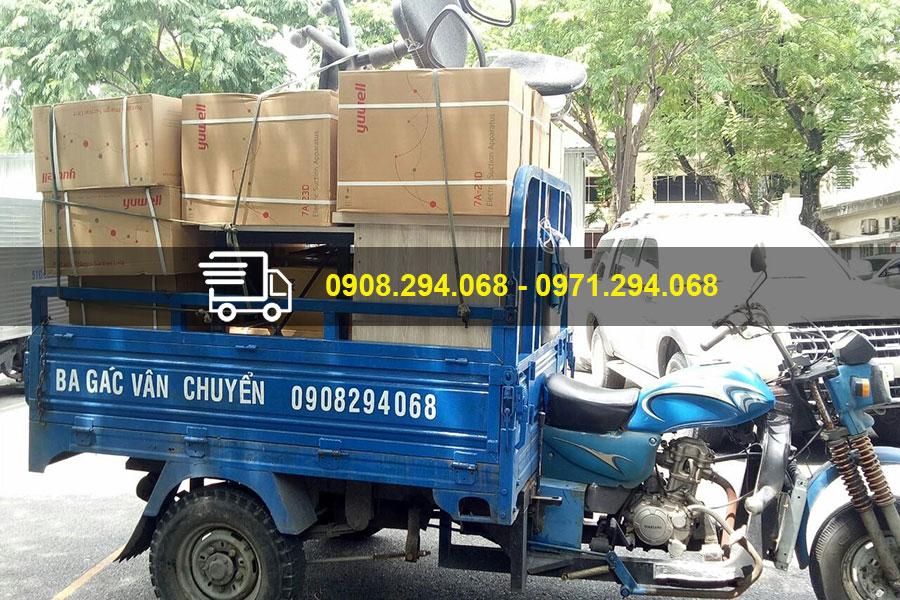 Xe ba gác vận chuyển nơi ở mới cho sinh viên